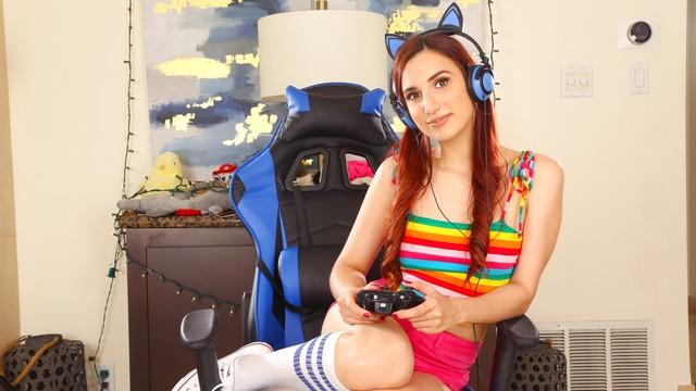 4K Shy Gamer Streams And Creams